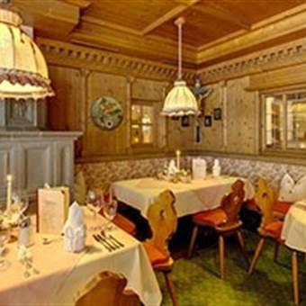 Restaurantbereich in Holzoptik