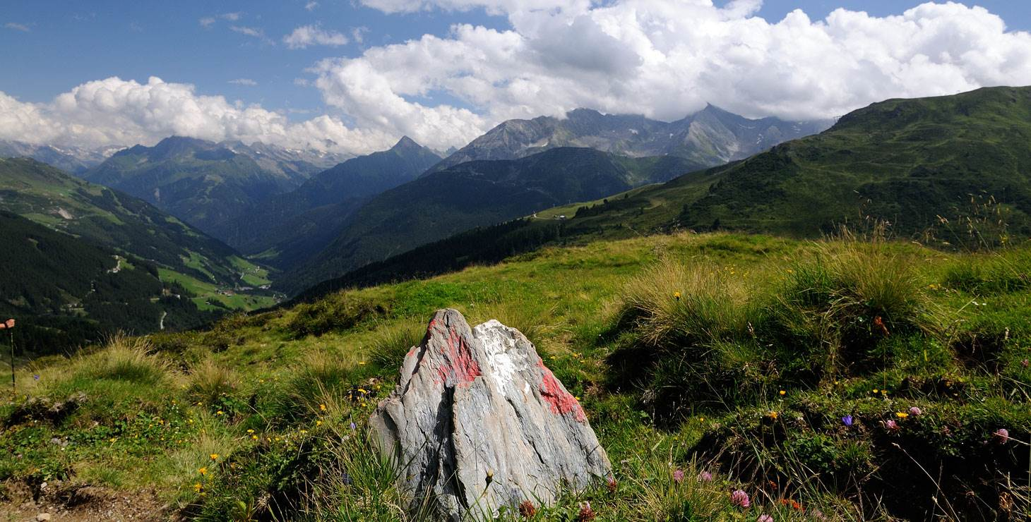 Berglandschaft mit Blick ins Tal